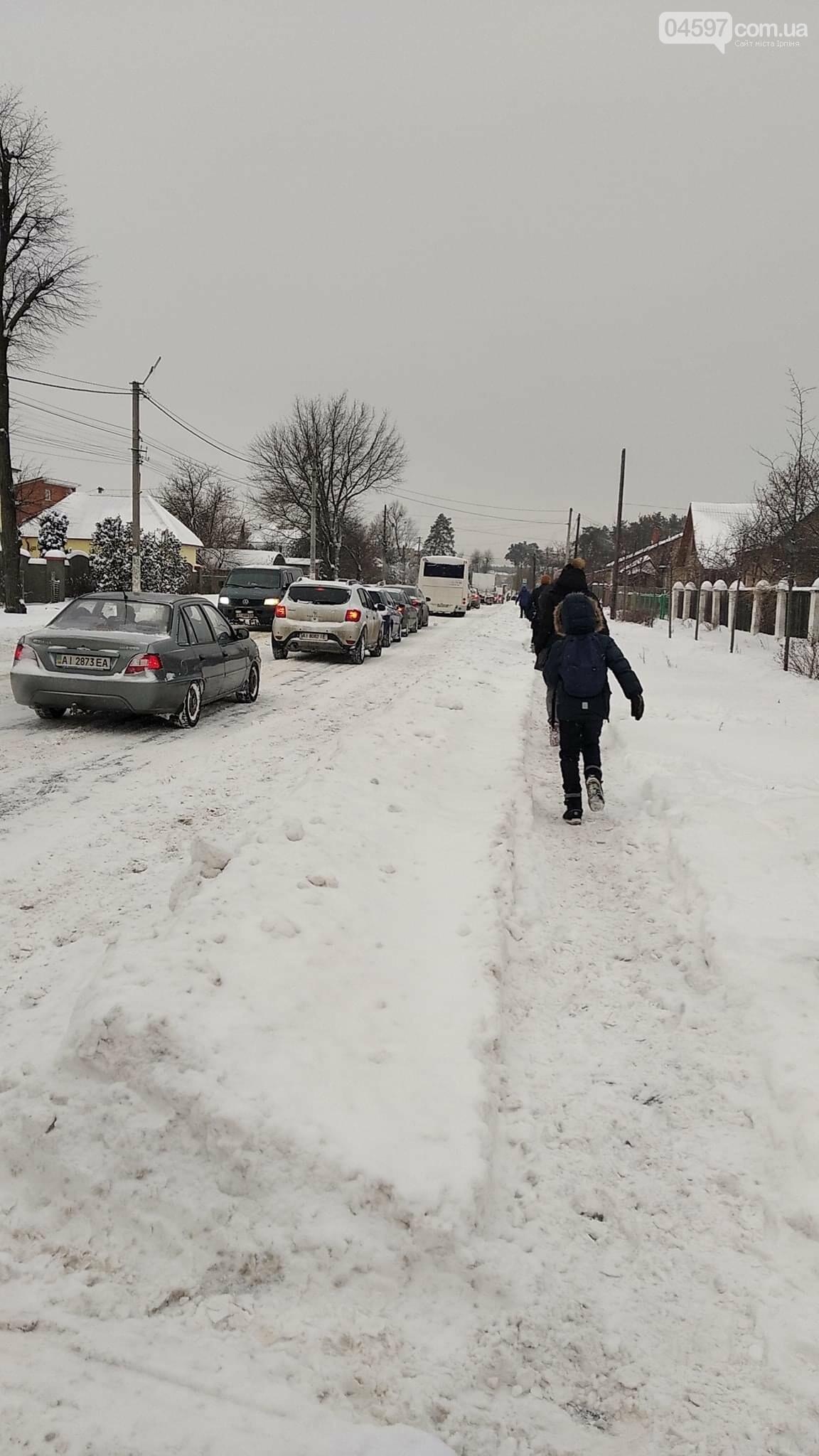 Транспортний колапс в Ірпені через сніг