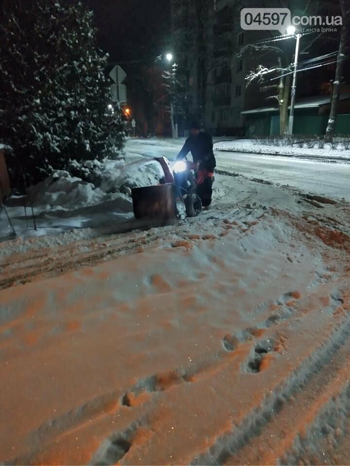 Ірпінь розчищають від снігу 5-ту добу