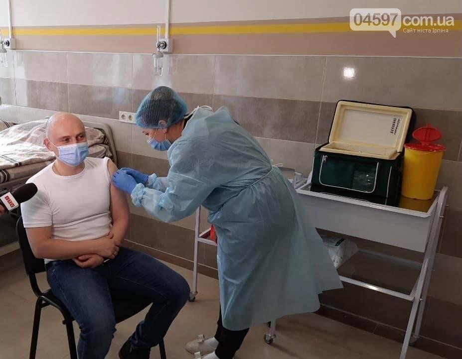 Головний лікар Ірпеня вакцинувався проти COVID-19