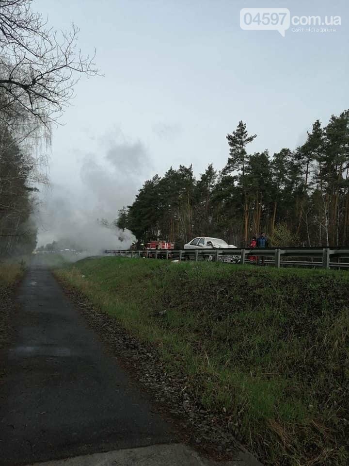 На Варшавці вибухнув автомобіль