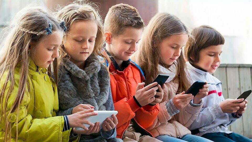 ТОП-5 смартфонів для школяра, фото-1