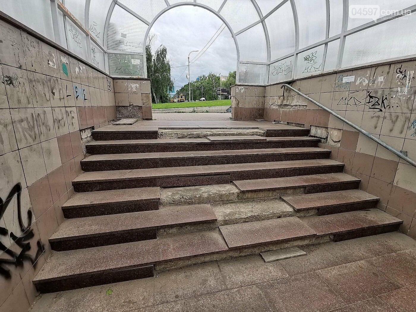 Занедбаний перехід в Бучі (Київщина)