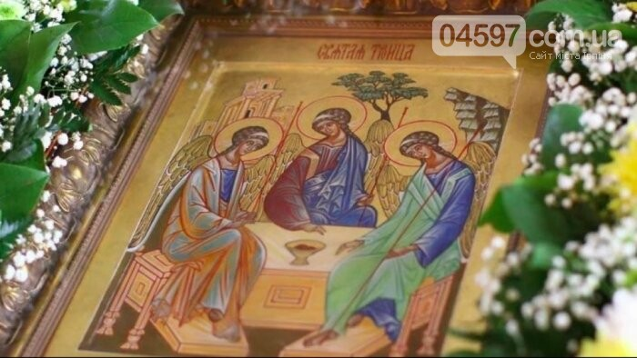 Трійця 2021: церкви прикрашають зеленню до свята