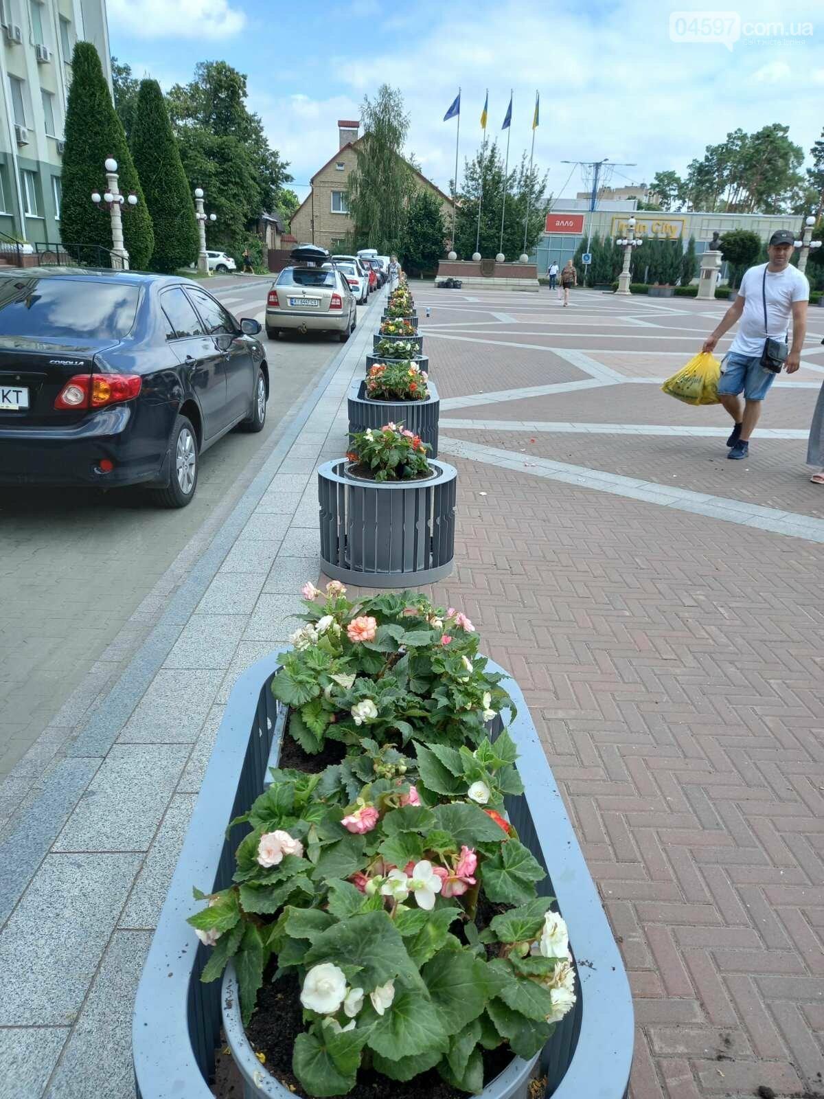 В Ірпені оновили квіткові клумби