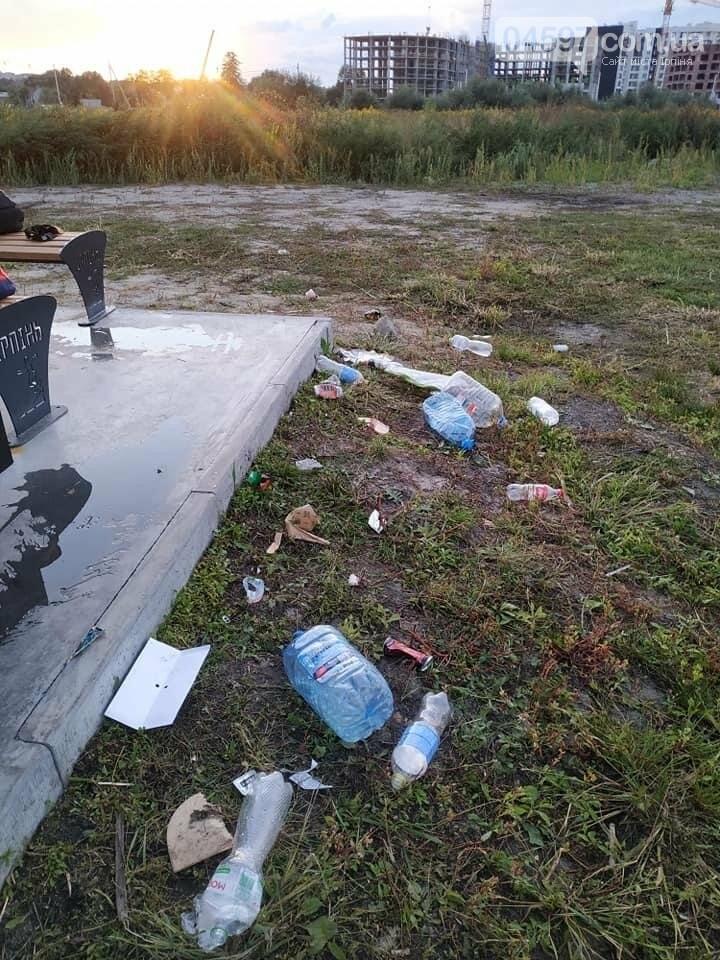 Скейт-парк під Києвом завалили сміттям