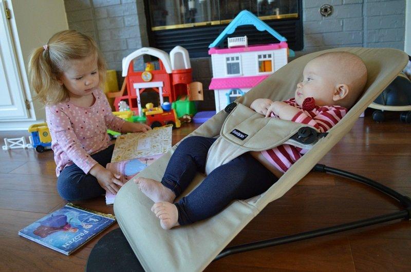 Дитячий шезлонг стане корисним помiчником для мами малюка, фото-1